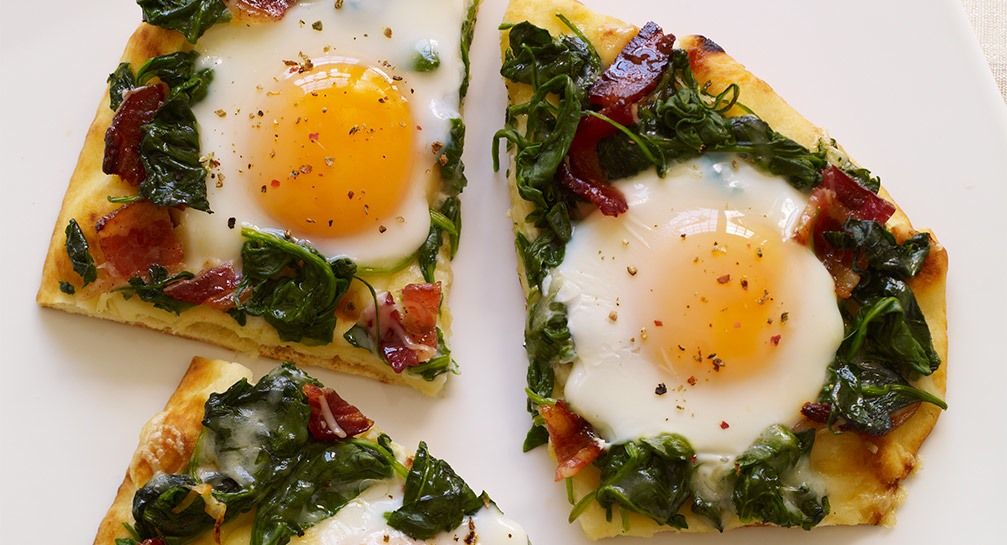 Applewood Bacon & Eggs Breakfast Flatbread Recipe