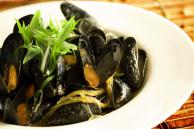 Steamed Mussels with Lemongrass Coconut Curry Recipe