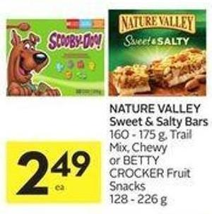 Nature Valley Sweet & Salty Bars 160 - 175 g - Trail Mix - Chewy or Betty Crocker Fruit Snacks 128 - 226 g